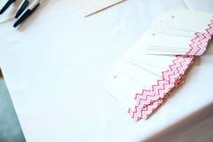 Naamplaatjes bij een bruids douche Stock Afbeeldingen