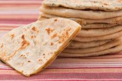 naan不同的印地安的面包的混合- 库存图片