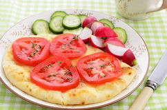 Naan bread with tomato slices Royalty Free Stock Photos