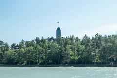Naantali, Finlandia - 28 Czerwiec, 2019: Kultaranta oficjalna lato siedziba prezydent Finlandia Widok od morza flagi obrazy royalty free
