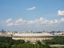 Naar beneden aan de stad van Moskou bij musheuvel Royalty-vrije Stock Fotografie
