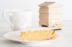 Naar huis gebakken honingscake Stock Fotografie