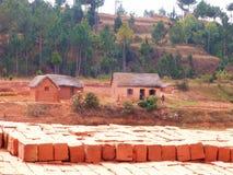 Naar huis gemaakt Rood Clay Brick Stock Foto's