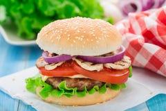 Naar huis gemaakte hamburger Stock Foto's