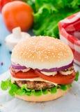 Naar huis gemaakte hamburger Royalty-vrije Stock Afbeeldingen