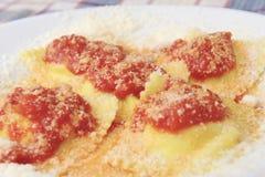 Naar huis gemaakte Italiaanse keuken die in een landbouwbedrijfvakantie wordt gediend Royalty-vrije Stock Foto's