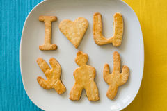 Naar huis gemaakte koekjes I liefde u op gele en blauwe achtergrond stock afbeelding