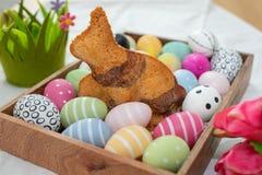 Naar huis gemaakte Pasen Bunny Cake stock afbeelding