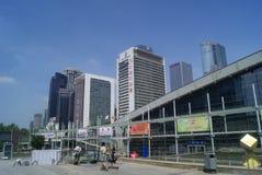 Naast het de Overeenkomst en de Tentoonstellingscentrum van Shenzhen de bouwlandschap, in China Stock Fotografie