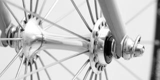 Nabe mit Schraube an einem biycicle Rad lizenzfreie stockfotos