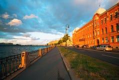 Naberezhnaya Makarova, la maison de rapport d'A a Stenbok-Fermor St Petersburg photographie stock