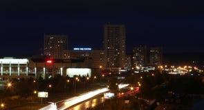 Naberezhnye Chelny, Rusia - 7 de octubre de 2014: noche l del ‹del †del ‹del †de la ciudad Foto de archivo
