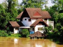 Nabrzeża dom, powódź/ Zdjęcia Stock