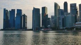 Nabrzeża linia horyzontu przy Marina zatoką przy zmierzchem w Singapur zdjęcie wideo