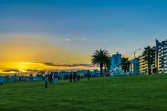 Nabrzeże park przy zmierzchem, Montevideo, Urugwaj obraz stock