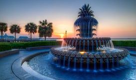 Nabrzeże parka Ananasowa fontanna i molo, świt sc charleston, obrazy royalty free