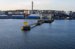 Nabrzeże z przemysłowymi magazynami Zdjęcia Stock