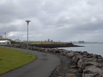 Nabrzeżna chodząca ścieżka w Reykjavik Obrazy Stock