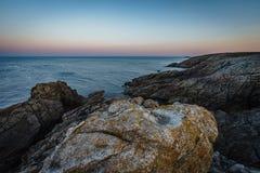 Nabrzeżna podwyżka wschód słońca w Quiberon w Brittany obraz royalty free
