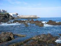 Nabrzeżna skały rafa w Hiszpania obrazy stock