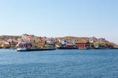 Nabrzeżna wioska na skałach morzem Obrazy Stock