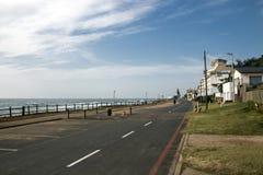 Nabrzeżne budynki i Błękitna Chmurna linia horyzontu przy Umdloti plażą Zdjęcie Royalty Free