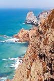 Nabrzeżne falezy przy przylądkiem Roca Sintra, Portugalia (Cabo da Roca) Obraz Stock