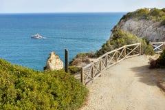 Nabrzeżny ślad Algarve, Portugalia Zdjęcia Royalty Free