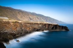 Nabrzeżny krajobraz - los angeles Palma, Puerto De Naos zdjęcie stock