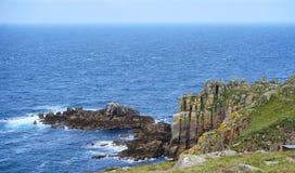 Nabrzeżny widok przy ziemiami Kończy, Cornwall, Anglia obraz stock