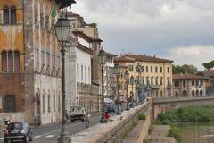 Nabrzeże Arno rzeka w Pisa Obrazy Royalty Free