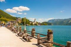 Nabrzeże deptak w St Wolfgang na Wolfgangsee, Austria Zdjęcia Royalty Free