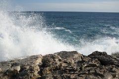 Nabrzeżne fala przy Syracuse Obrazy Royalty Free