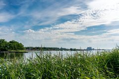 Nabrzeżny krajobraz miasto Kalmar, Szwecja Zdjęcie Royalty Free