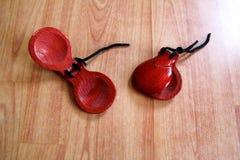 Naccheri spagnoli Chiuda su di due paia dei naccheri marroni fotografie stock