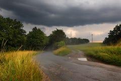 Nach dem Regen auf der Straße Lizenzfreies Stockfoto