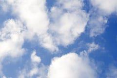 Nach dem Sturm ist der Himmel zerstreutes angenehmes Lizenzfreie Stockfotografie