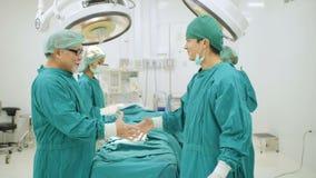 Nach der Fertigung von Chirurgie stock video