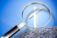 Nach Glauben suchen - Konzeptbild mit einer Lupe herein für lizenzfreie stockfotos