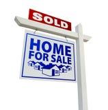 Nach Hause verkauft für Verkaufs-Grundbesitz-Zeichen auf Weiß Stockfotografie