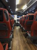 Nach innen vom Shuttlebus für die Übertragung auf Istanbul-Flughafen in Istanbul, die Türkei lizenzfreie stockfotografie