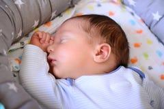 Nach neugeborenem Baby der Geburt stockbild