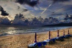 Nach sunsen auf Karon Strand. Stockfotografie