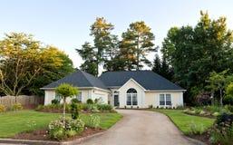 Nachbarschaft mit Häusern Lizenzfreies Stockfoto