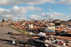 Nachbarschaft mit Tornado-Schaden 2013 Stockfotos