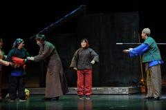 Nachbarschaftskommunikation Jiangxi-Oper eine Laufgewichtswaage Lizenzfreie Stockfotos