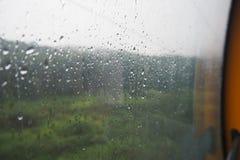 Nachdem dem Regnen vom Fenster Stockbilder
