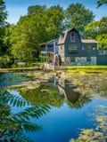 Nachdenken über eine Mühle Lizenzfreie Stockbilder