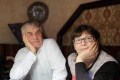 Nachdenkliche ältere Paare Lizenzfreie Stockbilder