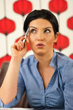 Nachdenkliche überraschte Geschäftsfrau Stockfotos